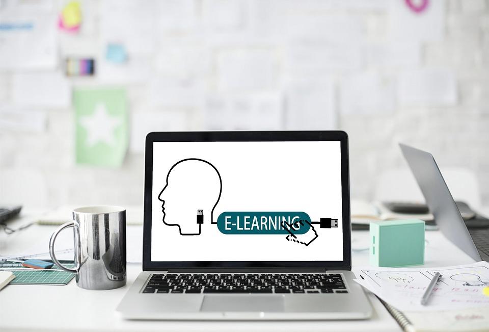 Czy warto brać udział w szkoleniach on-line?